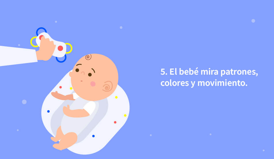 el bebe observa objetos y patrones
