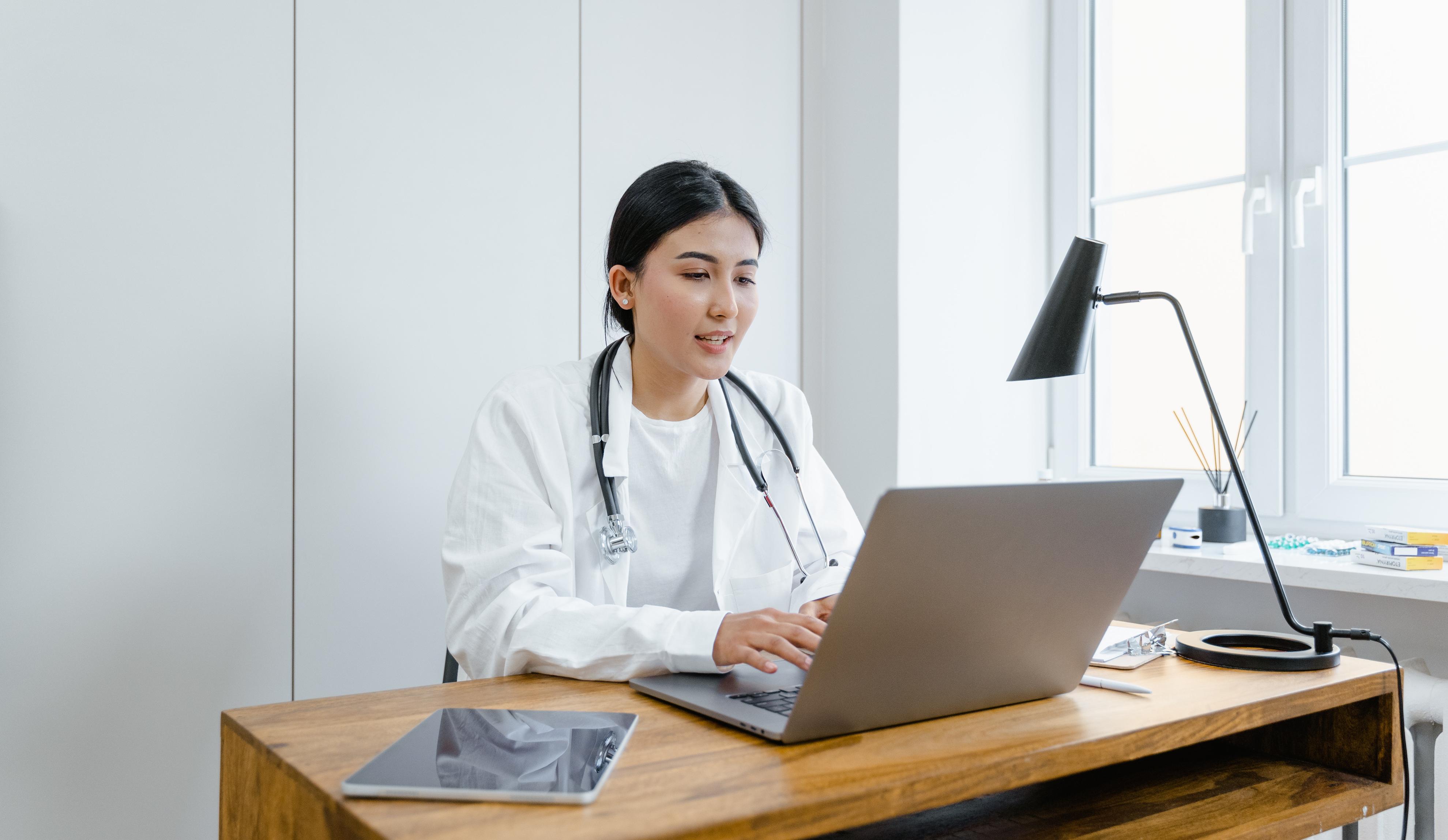 Telemedicina reduce el agotamiento en los doctores